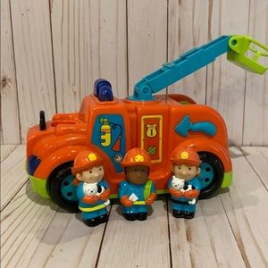 🎉Priced To Sell🎉L.P. Fire Engine With Figures